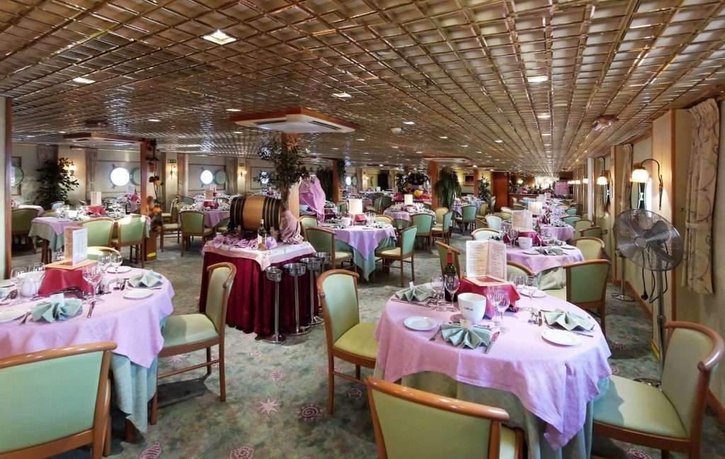 Restaurant on board MS CroisiEurope Belle de Cadix