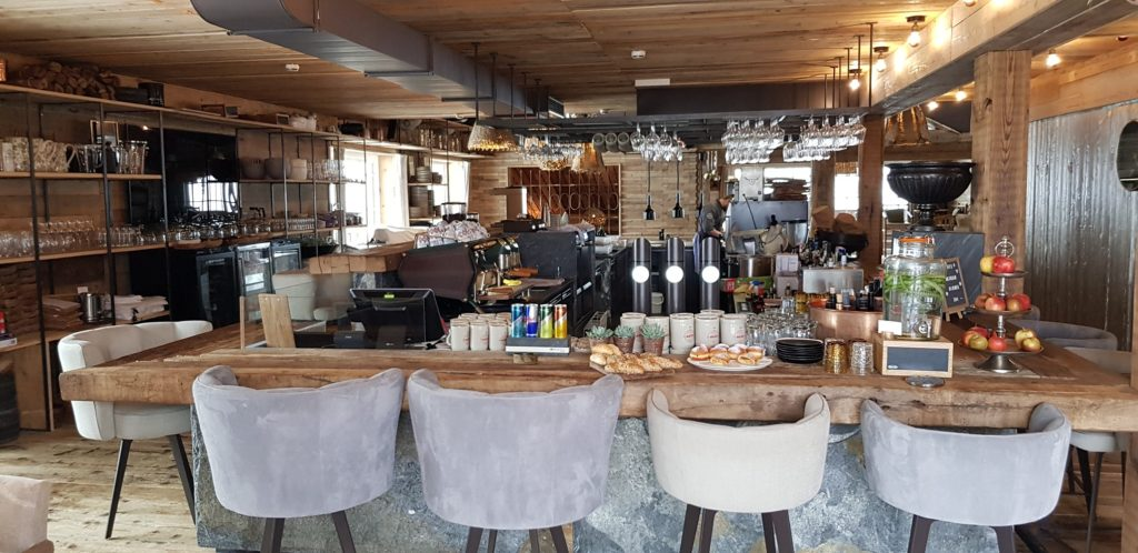 Sepp Hotel bar and open kitchen