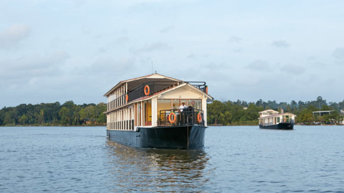 Both Flow Houseboats