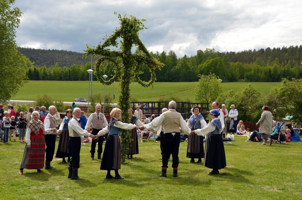 Maypole dancing traditions