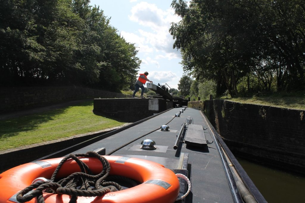 Opening the lock at Smethwick for narrowboat